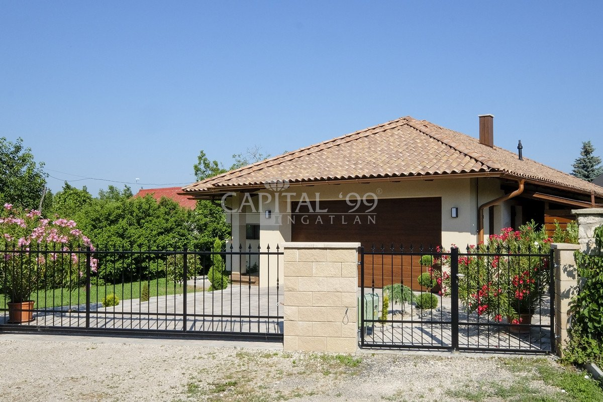 Family House - 3462